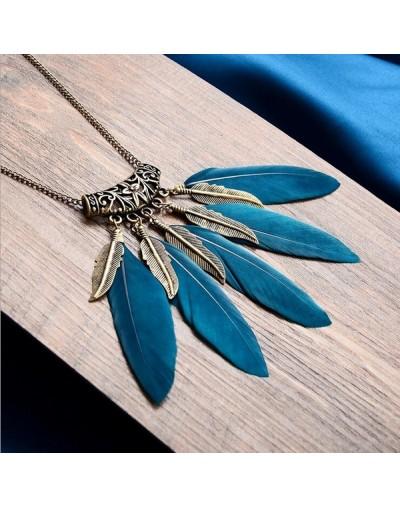 Collar vintage con plumas azules